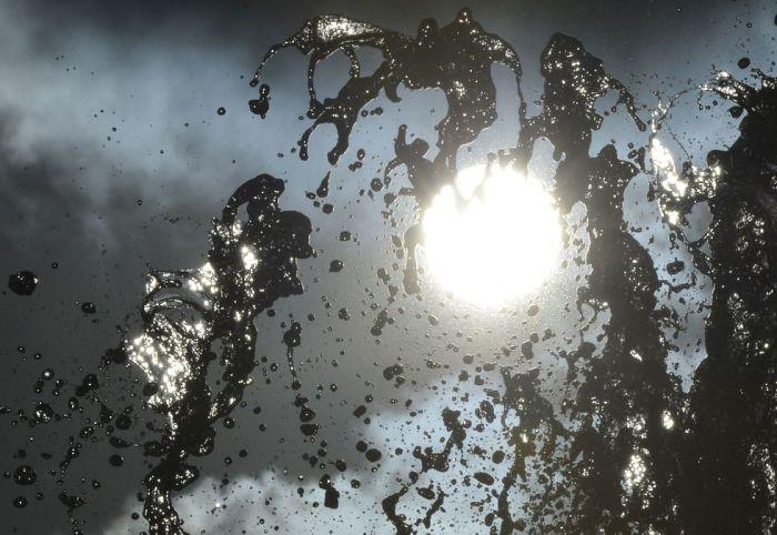 La luz del sol traspasa el agua en una fuente de Londres, 5 de febrero de 2013.Toby Melville (REUTERS)