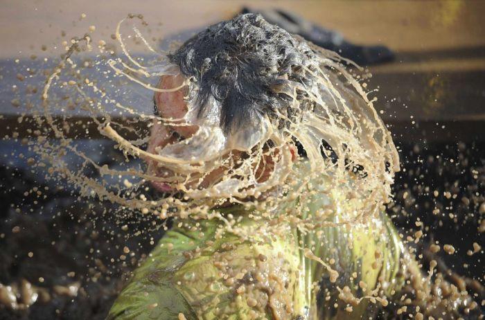 Un participante de la 'Tough Guy' de Perton (Inglaterra), considerada una de las pruebas más extremas del mundo, el 27 de enero de 2013.Nigel Roddis (REUTERS)