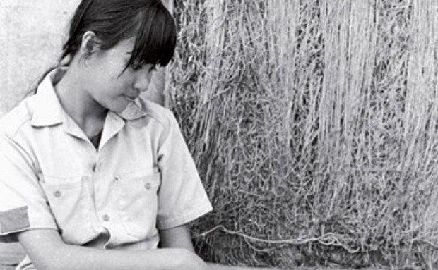 1970: Lori Baldwin tira a caneta de Atlas. Foto: David Bygott