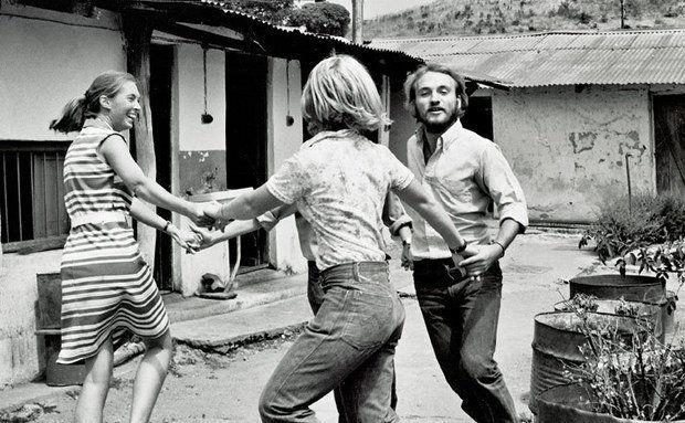 1973: A concessão de verba para pesquisa faz Jane e colegas dançarem. Foto: Emille Van Zinnicq Bergmann-Riss