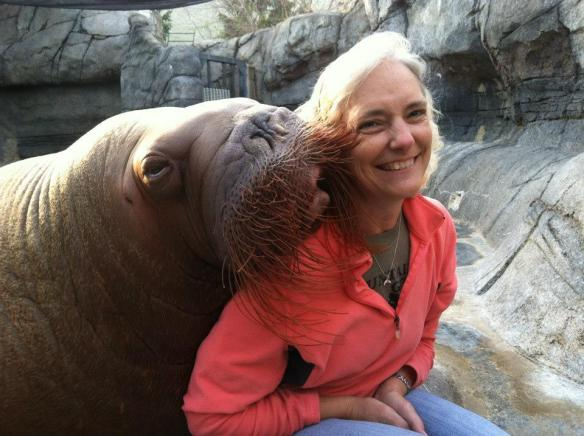 Dr. Jan with one of her favorite animal friends, Aurora, at the Indianapolis Zoo