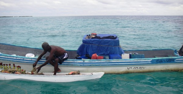 This fisherman has a managed access license that grants him the right to fish at this site. Photo © Julio Maaz/WCS